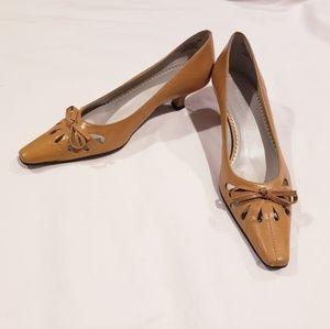 Naturalizer Tan Kitten Heel Leather Bow Heels